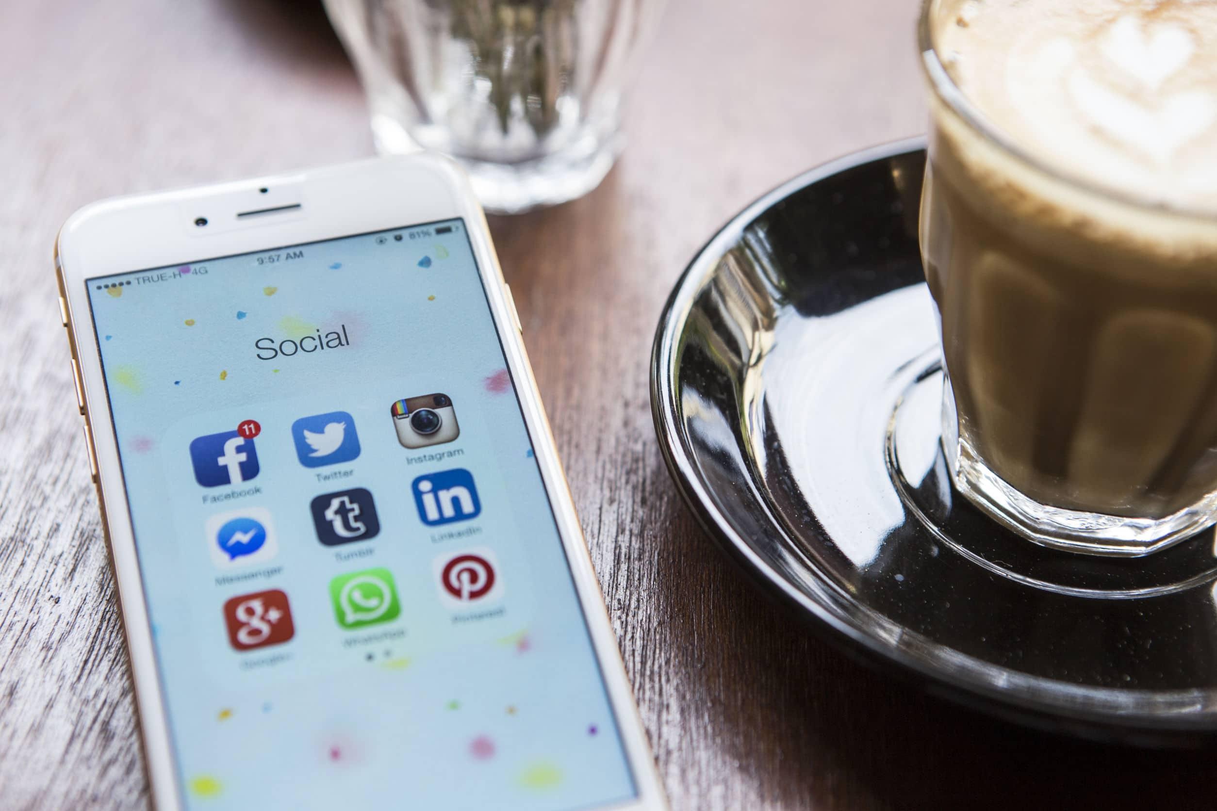 Une présence digitale passe aussi par les Réseaux Sociaux !